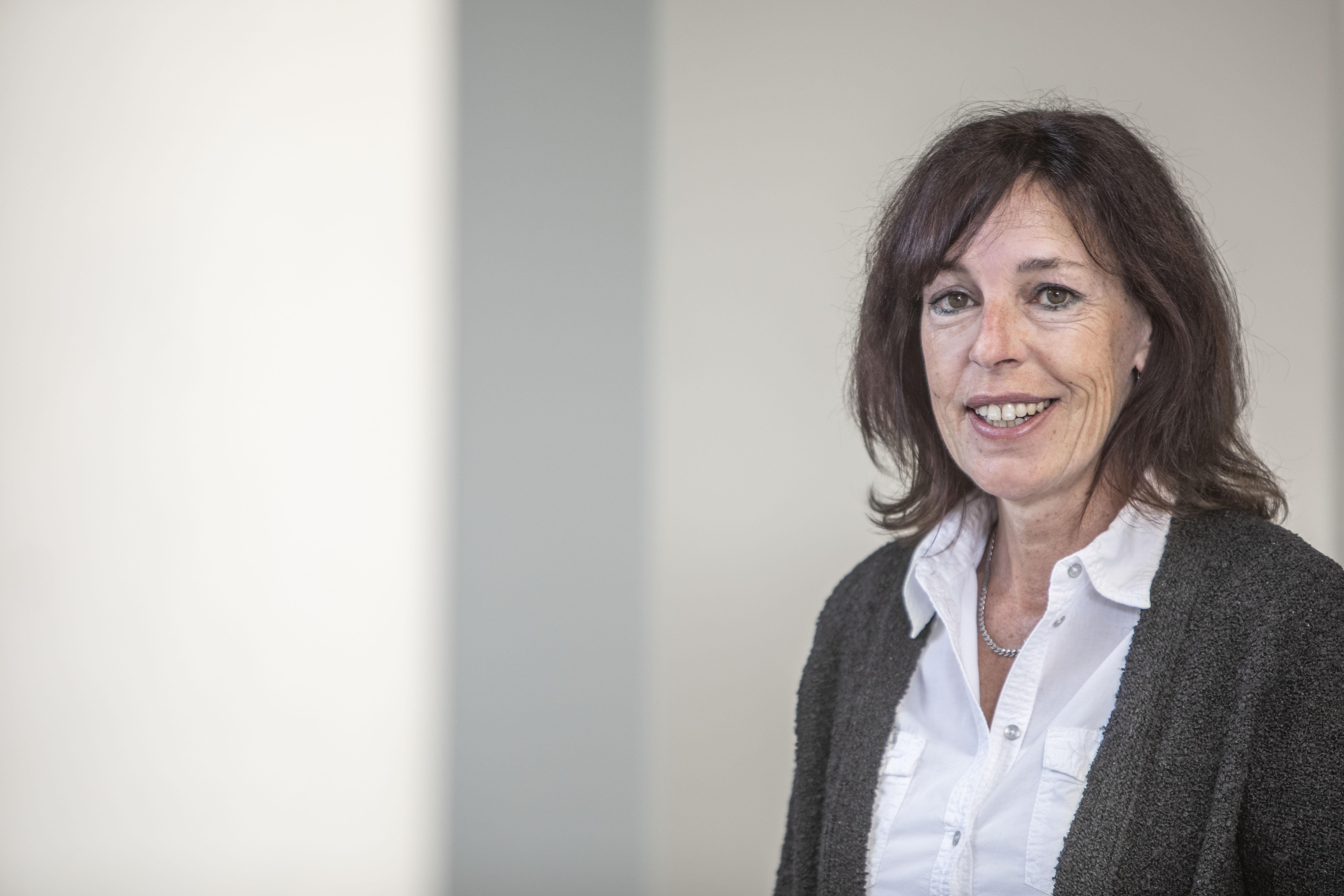 Birgit Weit , Buchhaltung bei Ernst Wirth